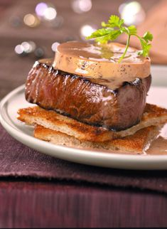 Recette tournedos rossini facile - Marie Claire Marie Claire, Healthy Cocktails, Good Food, Yummy Food, Foie Gras, Dessert, French Food, Carne, Food Porn