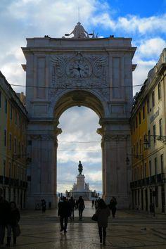 Rue Augusta e vista sul Placa du Comercio attraverso l'arco http://blog.zingarate.com/mondovagando/lisbona-introduzione/
