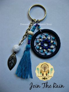 61 Super ideas for crochet keychain dreamcatcher Crochet Keychain, Diy Keychain, Crochet Earrings, Crochet Dreamcatcher, Dreamcatcher Keychain, Diy Jewelry, Jewelery, Diy And Crafts, Arts And Crafts