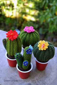Cactus amigurumi / free pattern (in English at the end of the page) Crochet Cactus, Crochet Diy, Crochet Amigurumi, Amigurumi Patterns, Crochet Dolls, Knitting Patterns Free, Crochet Flowers, Crochet Patterns, Free Pattern