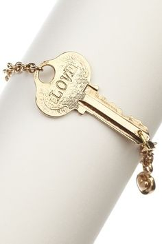 I have a couple of old keys but I don't know how to make bracelets.... but I would love something like this. More personalized though.