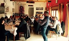 Gómez Cruzado comparte su proyecto con las casas rurales de ASCARIOJA en una jornada de puertas abiertas https://www.vinetur.com/2015021818221/gomez-cruzado-comparte-su-proyecto-con-las-casas-rurales-de-ascarioja-en-una-jornada-de-puertas-abiertas.html