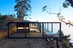 Casa na costa rochosa no Chile
