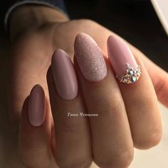 Beautiful Unique and Trendy Nail Art Designs for Christmas Nude Nails, Pink Nails, Wedding Nails Design, Round Nails, Swarovski Nails, Dry Nails, Luxury Nails, Trendy Nail Art, Diy Nail Designs