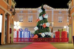 Commercial Christmas Displays London UK for hire