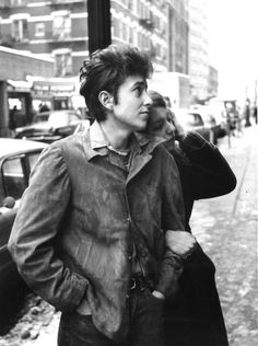 bob dylan in new york. i came across a book of photography recently that had photos which bob dylan penned poetic comments about. Bob Dylan, New York, Ex Machina, Folk Music, Cultura Pop, Before Us, Look At You, The Beatles, Rock N Roll