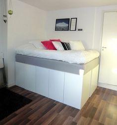 Stauraum unter dem Hochbett im kleinen Schlafzimmer