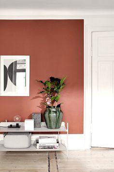 Tämä on Tikkurilan vuoden 2018 väri - maalaisitko sillä kotisi? Living Room Cabinets, Living Room Shelves, Colour Architecture, Bedroom Red, Interior Decorating, Interior Design, Living Room Colors, Home Accents, House Colors