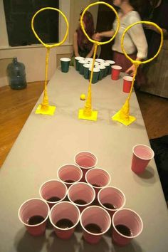 Quidditch Pong – Harry Potter (plus goblet-of-fire-shots) - Halloween Party Harry Potter Halloween, Harry Potter Christmas, Halloween Games, Holidays Halloween, Halloween Decorations, Halloween Drinking Games, Halloween Party Ideas For Adults, Christmas Drinking Games, Hogwarts Christmas