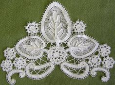 modern Duchesse Bobbinlace made by one lady at the course in Schönsee 2008