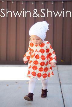 A free PDF Pattern for the Carolina Dress from Shwin&Shwin Toddler Dress Patterns, Baby Girl Patterns, Kids Patterns, Sewing Baby Clothes, Baby Kids Clothes, Diy Clothes, Sewing Projects For Kids, Sewing For Kids, Free Sewing