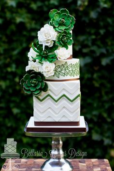 Bruidstaart met succulent en rozen