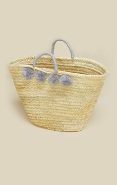 Carry in style with Vivi Et Margot's Pom Pom Basket! Featuring wicker construction and grey pom pom detailing.