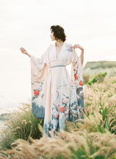 Gorgeous bridal kimono: http://www.stylemepretty.com/2016/06/03/japanese-style-bloom-wedding-inspiration/ | Photography: Sally Pinera - http://sallypinera.com/