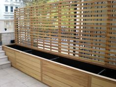 Handmade and hand finished, our contemporary range of natural slatted fence panels are available in a variety of timber species and in a multitude of styles to almost any size. Privacy Planter, Garden Privacy Screen, Privacy Fence Designs, Backyard Privacy, Bamboo Planter, Backyard Patio Designs, Backyard Landscaping, Design Jardin, Garden Design