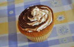 Cupcake con meringa al burro variegata alla nutella
