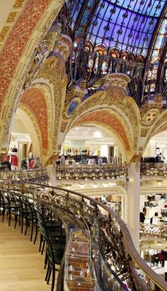 Starbucks at Galeries Lafayette, PARIS–  To offer a magnificent view of the Dome, seats are arranged on edge of  balcony, along a marble and brass bar.