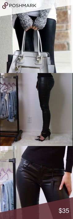 Black faux leather pants🖤 Skinny style faux leather pants with back pockets and belt loops. Super sexy. Unfortunately the don't cover my tush so I have to sell them 😭 Pants Skinny