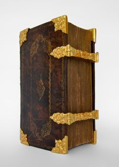 Dutch Bible with golden clasps and mounts (corner-pieces) - Ao 1785