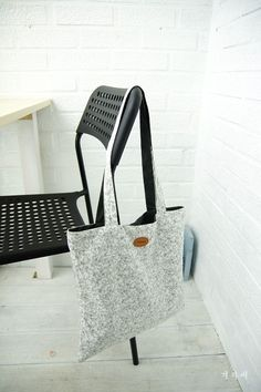 How to make Eco Fabric Shopping Bag. Step by Step Tutorial. Very easy sewing project Diy Handbag, Fabric Bags, Easy Sewing Projects, Hacks Diy, Wishbone Chair, Shopping Bag, Diy And Crafts, Sewing Patterns, Tote Bag