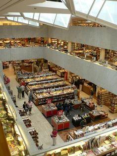 Bookstore: Akateeminen kirjakauppa - Helsinki