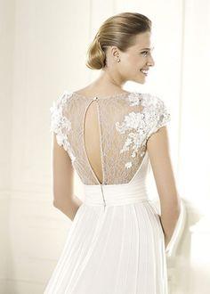 Vestidos de noiva com costas bordadas e transparentes #pronovias #casarcomgosto