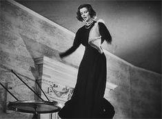 "Cary Grant y Katharine Hepburn en ""Vivir para gozar"". Hollywood Movie Film, Hollywood Quotes, Hollywood Wedding, Hollywood Actor, Golden Age Of Hollywood, Hollywood Fashion, Classic Hollywood, Hollywood Curls, Hollywood Party"