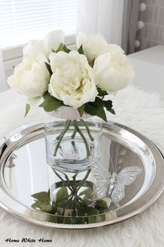 White peonies <3 Cut Flowers, Dried Flowers, Living Room Redo, Wedding Decorations, Table Decorations, White Peonies, White Houses, White Decor, My Dream Home