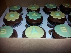 Pre baby shower cupcakes