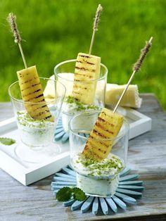 Unser beliebtes Rezept für Gegrillte Ananas mit Kokos-Minzjoghurt und mehr als 55.000 weitere kostenlose Rezepte auf http://LECKER.de.