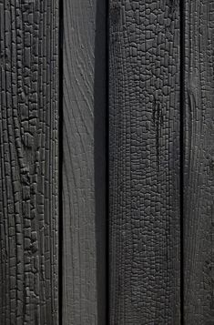 Charred wood facade: The Japanese technique of Shou-Sugi-Ban - Trend Heilige Architektur 2019 Japanese Wall, Wood Facade, Charred Wood, Timber Cladding, Wood Ceilings, Facade Design, Wood Patterns, Wood Texture, House In The Woods