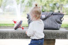 Venez découvrir le lookbook sur notre site www.blondeetbruneenlayette.com Ici notre sac à langer cabas gris chiné et rose ancien BEBEL (blonde et brune en layette)