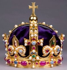 Replica crown of King Henry the VIII.