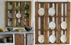 Um porta-pratos, servindo de móvel de paletes