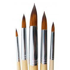 Pack de 5 pinceles redondos. Pinceles con cerdas artificiales de calidad y mango de madera. El pack incluye: Un pincel del Nº2, Nº6, Nº10, Nº14 y Nº18. Se vende por pack.