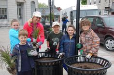 One of the school teams planting at the 2014 Kingston Blooms Kick Off Event