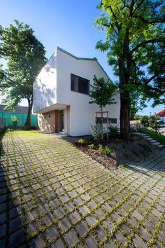 Architekti Šercel Švec Design a Private Residence in Veľké Úľany | HomeDSGN