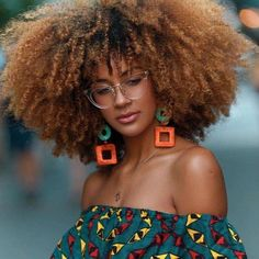 How to style afro kinky hairstyles for Afro carribean women with natural hair. From big afro styles, curly twist outs, afro up-do's and Pelo Natural, Natural Hair Care, Natural Hair Styles, Natural Weave, Natural Curls, Natural Beauty, Big Hair, Your Hair, Long Hair Tips