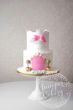Pretty princess castle cake by Juniper Cakery Castle Birthday Cakes, 4th Birthday Cakes, Birthday Cakes For Women, Princess Theme Cake, Princess Birthday, Princess Castle, Cool Wedding Cakes, Holiday Cakes, Girl Cakes