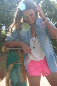 Editorial com peças da coleção de primavera Mundo Lolita | camisa jeans (disponível): migre.me/b4o2S | short renda neon (disponível): migre.me/b4o4T | colar tercinho (disponível): migre.me/b4o8H | regata transpassada (disponível): migre.me/b4oaJ