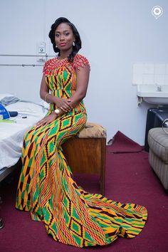 Hey Ladies, Whether you are from Somalia, France or China, the Ghanaian Kente fabric is a choice fabric that can be used in creating stunning styles. Kente fabrics can be worn for many events and … African Wedding Attire, African Attire, African Wear, African Dress, African Clothes, African Style, African Inspired Fashion, Africa Fashion, African Fashion Dresses