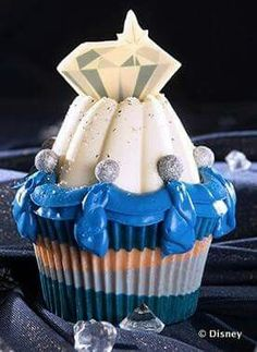 Buttercream swags from the Disney Foodblog