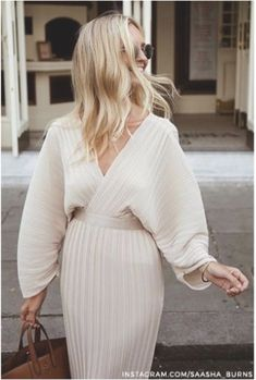 Long sleeved cream dress for spring. - Long sleeved cream dress for spring. The Effective Pictures We Offer You About outfits plus size A - Look Fashion, Autumn Fashion, Fashion Outfits, Womens Fashion, Fashion Trends, Dress Fashion, Girl Fashion, Fashion Mode, Fashion Check