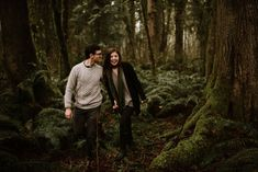 What to wear for couples photos: layered neutrals - a light grey chunky sweater, black cardigan, green scarf and dark pants. Photos taken at Ike Kinswa State Park in Washington by Katy Weaver Photography Engagement Photo Outfits, Engagement Photos, Black Cardigan, State Parks, Portrait Photography, Washington, Sweater, Couple Photos, Dark