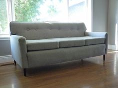 d i y d e s i g n: How to Re-Upholster a Sofahttp://do-it-yourselfdesign.blogspot.ca/2013/08/how-to-re-upholster-sofa.html