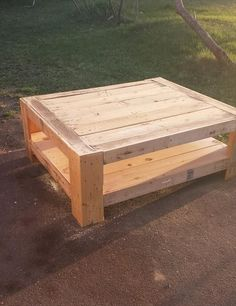 Pallet Furniture - DIY Pallet Furniture Ideas & Pallet Projects - (via Upcycled Wood Pallet Coffee Table Wooden Pallet Coffee Table, Wooden Pallet Projects, Outdoor Coffee Tables, Diy Coffee Table, Pallet Crafts, Wooden Pallets, Pallet Ideas, Pallet Wood, Pallet Tables