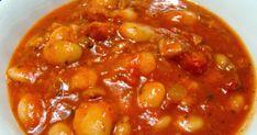 Fasolka po bretońsku    to jedno z najbardziej popularnych dań kuchni polskiej.   Fasola, pomidory, kiełbasa albo wędzony boczek i d... Chana Masala, Chili, Recipies, Beans, Food And Drink, Cooking Recipes, Vegetables, Ethnic Recipes, Soups