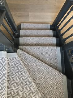 wool stair runner Bowloom geometric wool carpet with plain cotton border, fitted in Chelsea, London. Carpet Staircase, Stairs And Staircase, Modern Staircase, Staircase Design, Spiral Staircases, House Stairs, Carpet Diy, Hotel Carpet, New Carpet
