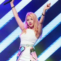 Kard - Jiwoo  Levanta esse braços e bora dançar!