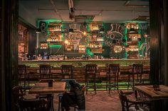 隠れ家みたいなパブにはスチームパンク感が溢れていたよ - Peachy(ピーチィ) - ライブドアニュース Casa Steampunk, Design Steampunk, Steampunk Interior, Steampunk City, Bistro Design, Pub Design, Jules Verne, Deco Restaurant, Restaurant Design